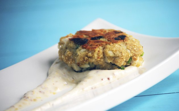 Beer-Crab-Cakes-with-Old-Bay-Aioli2.jpe