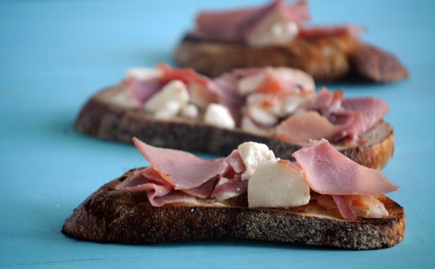 Grilled-Fettunta-with-Proscuitto.jpe