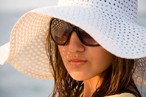 hat-and-sun-glasses.jpe