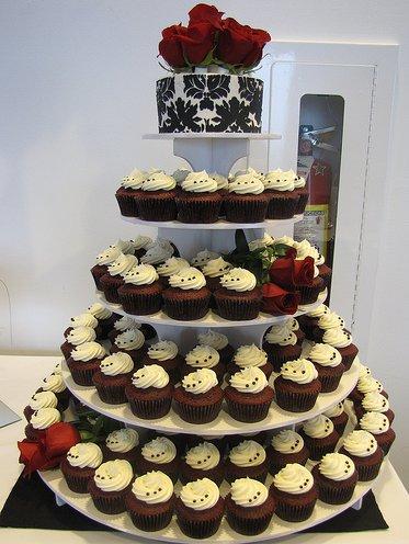 damask-wedding-cupcakes.png