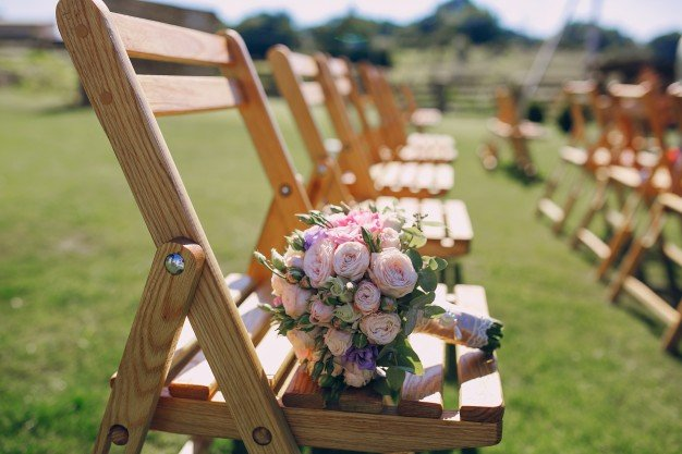 bouquet-on-a-chair_1157-777.jpe