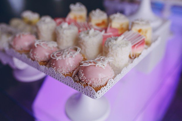 smal-cakes_1157-701.jpe