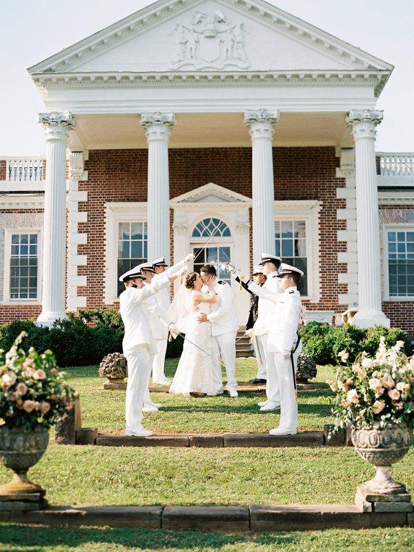 Whitehall-Weddings-7-reneehollingsheadphotography_allie+tyler_sneaks-71.jpg