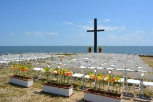 black_walnut_point_wedding_ocean_cross.jpg