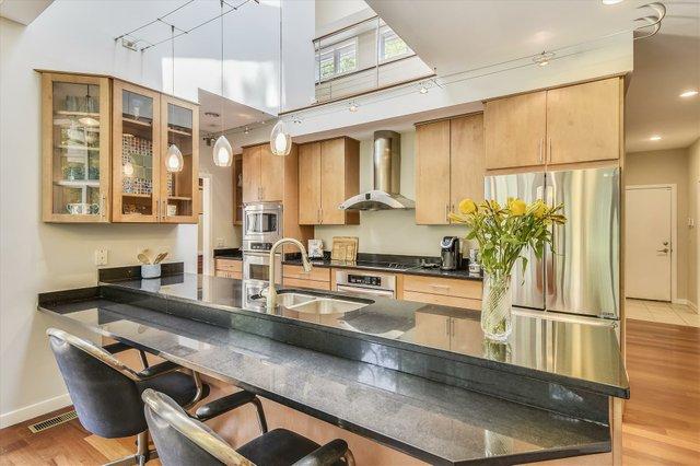 Main Level-Kitchen-_DSC5111.JPG