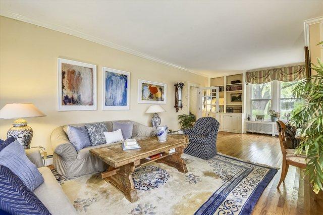 Main Level-Living Room-_DSC8615.JPG