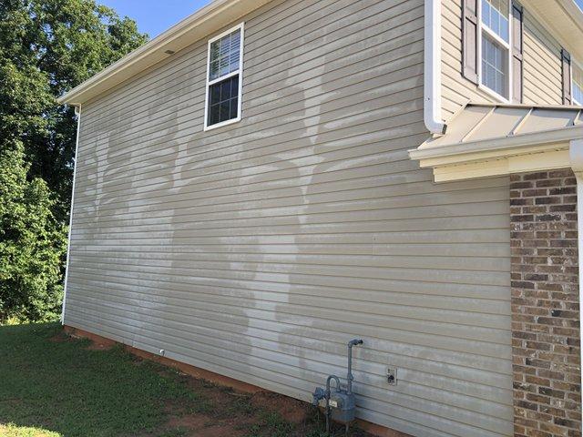 Picture 3 Siding damage.jpg