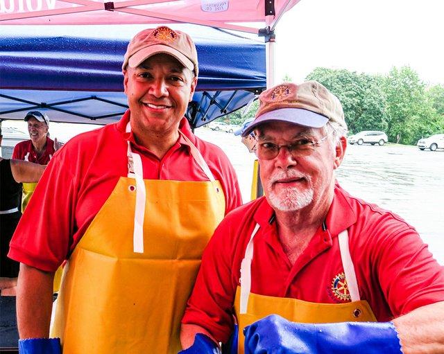 Rob Dews, Dick Sweeney steaming crabs.jpg